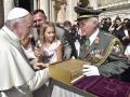 Garde_2018_09_12_EIDLER_Bibel beim Papst_305733_12092018