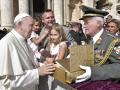 Garde_2018_09_12_EIDLER_Bibel beim Papst_305788_12092018