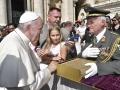 Garde_2018_09_12_EIDLER_Bibel beim Papst_305815_12092018