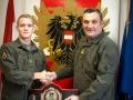 Gefreiter Bartl Florian meldet sich bei Gardekommandant Oberst Stefan Kirchebner als Weltmeister aus Argentinien zurück
