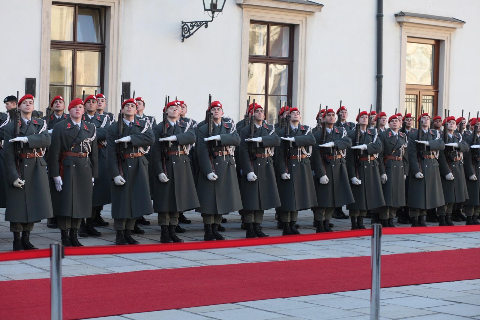 2019_01_11_1Gardekompanie_HBP_SUI_Präsident_Schweiz_Burghof - 22 of 36