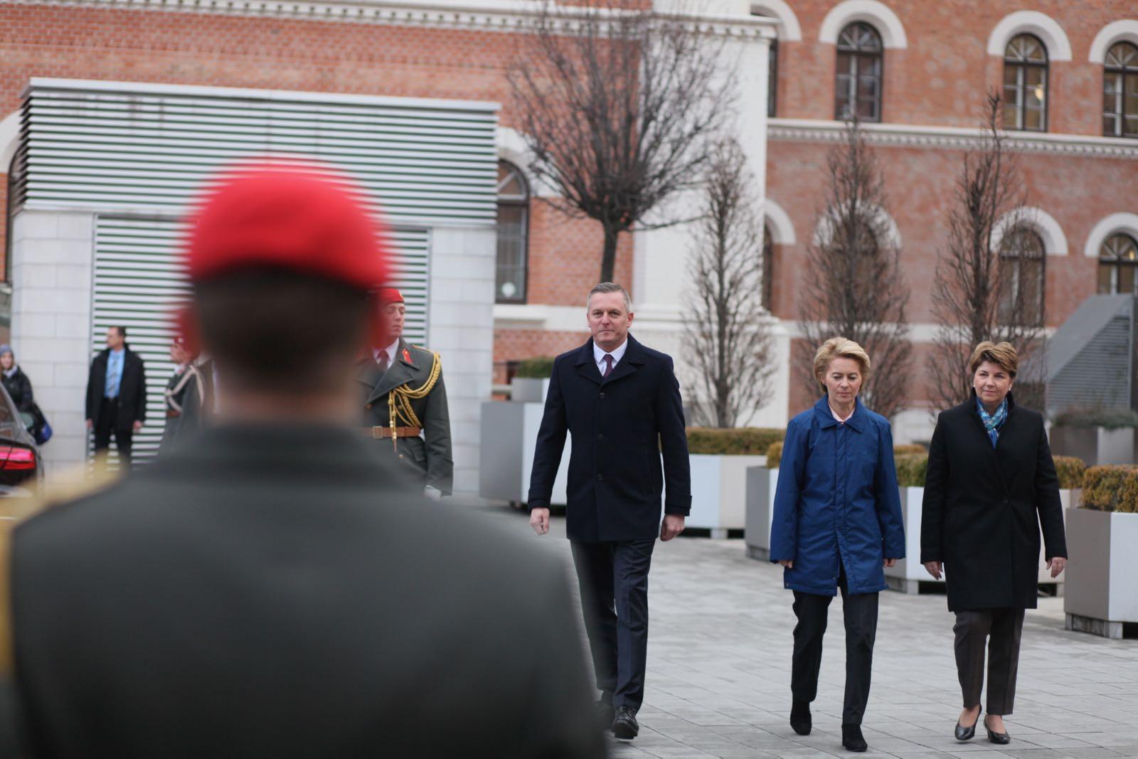 2019_01_18_1Gardekompanie_Treffen_Verteidigungsminister_DE_CHE_AUT_Rosau - 20 of 39