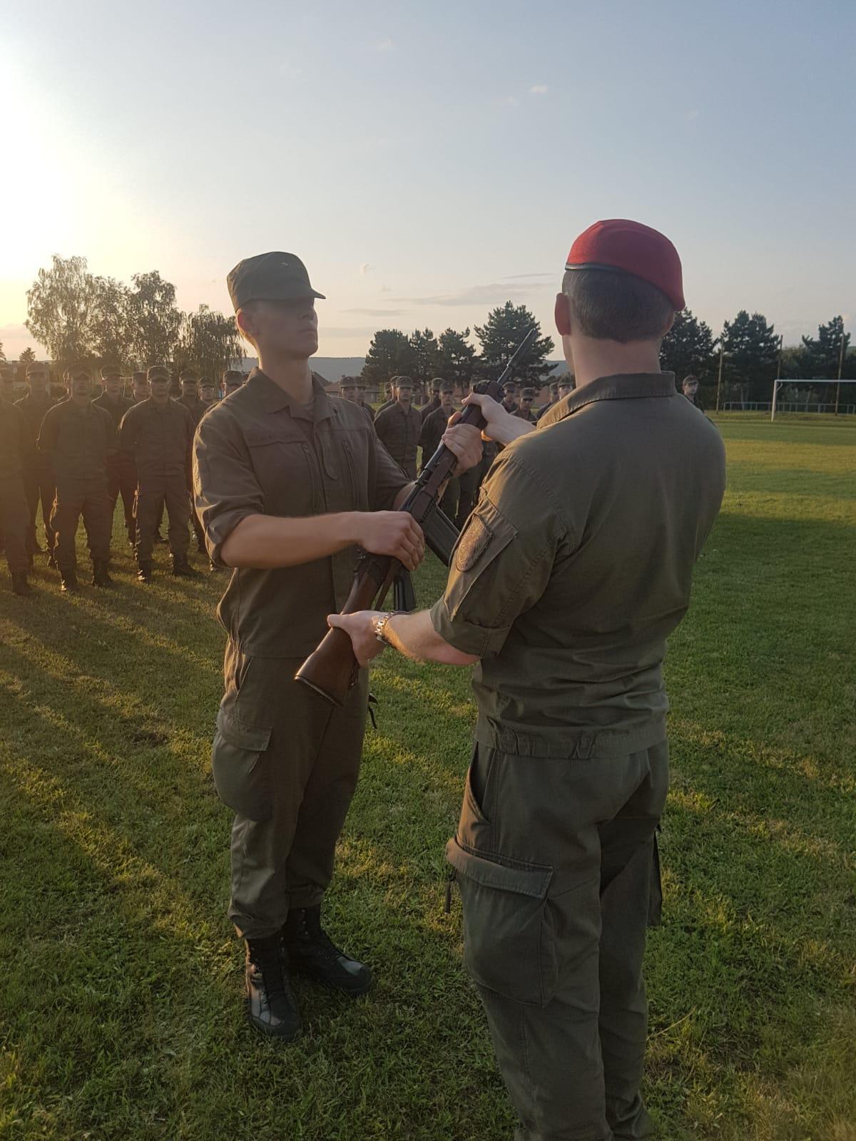 2019_08_01_Garde_1.GdKp_Horn_feierliche-Waffenübergabe-StG58_25