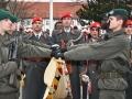 Anzugelobende-an-der-Fahne