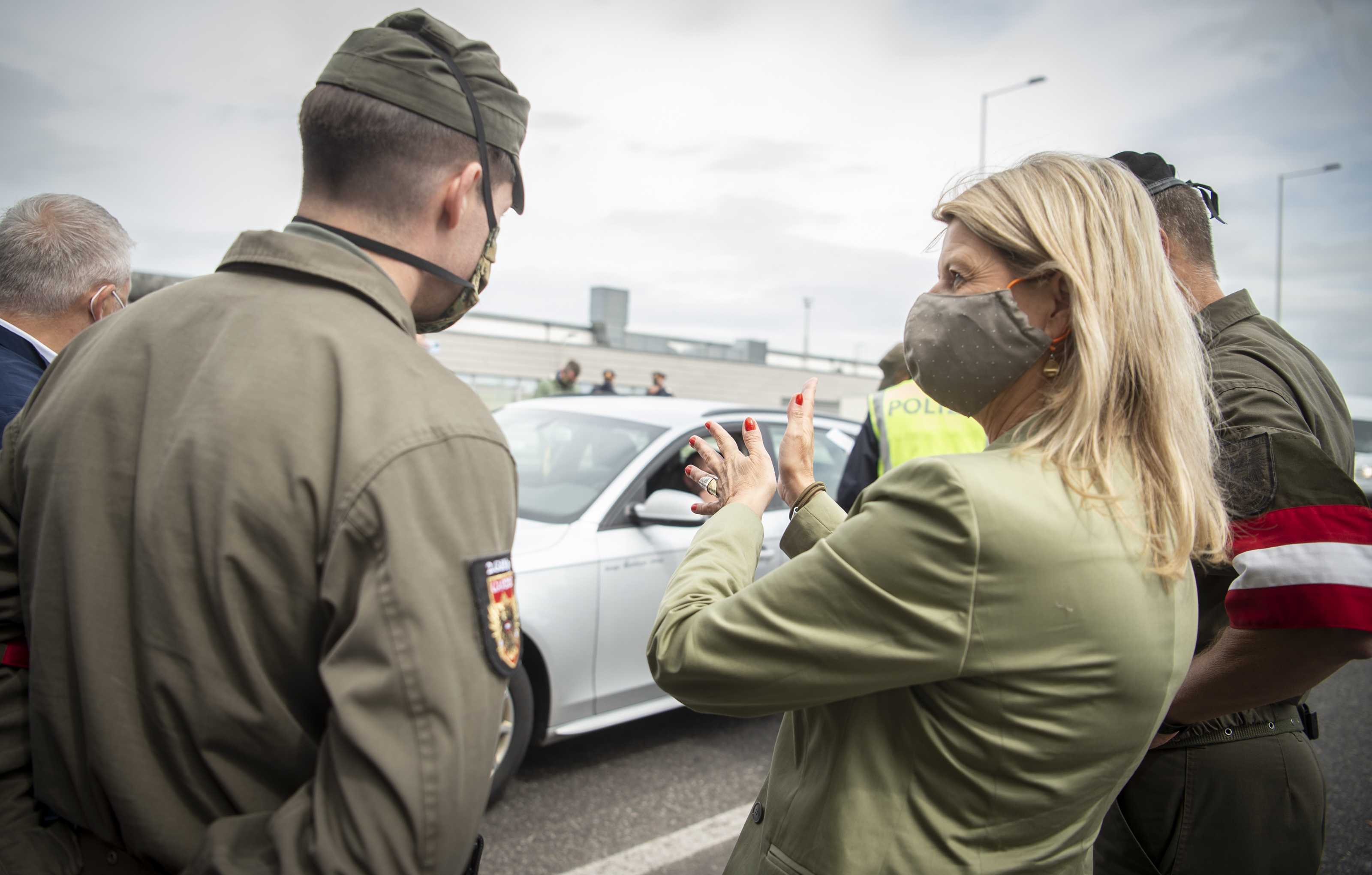 Verteidigungsministerin Klaudia Tanner und Innenminister Karl Nehammer besuchen den Grenzübergang Nickelsdorf. Einweisung in Aufgaben und Grenzmanagement